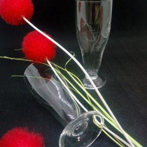 FabriQémoi lot de 6 verres à petits pieds aux motifs ciselés transparentspour y accueillir apéritif ou vin blanc