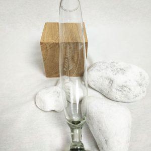 soliflore en verre et motifs de fleurs ciselées