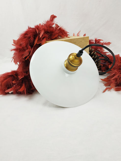 suspension opaline blanche lisse avec flexible et douille moderne brossée bronze FabriQémoi