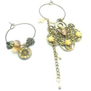 Paire de boucles d'oreilles asymétriques Vintage modèle Rosace de fleur