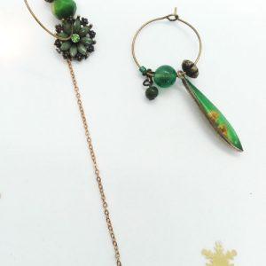 Paire de boucles d'oreilles asymétriques Vintage modèle Rosace verte