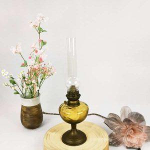 Lampe à pétrole Gaudard verre ambre et pied en laiton massif Fabriqémoi