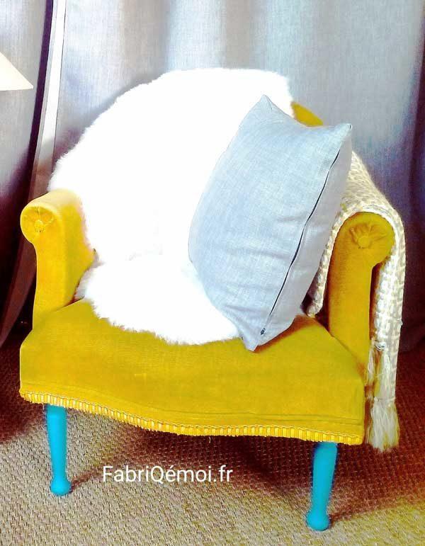 fauteuil style crapaud en velours moutarde FabriQémoi