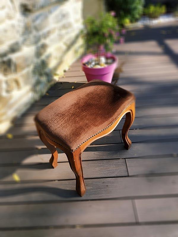banc de piano ancien en bois assise en velours marron de FabriQémoi